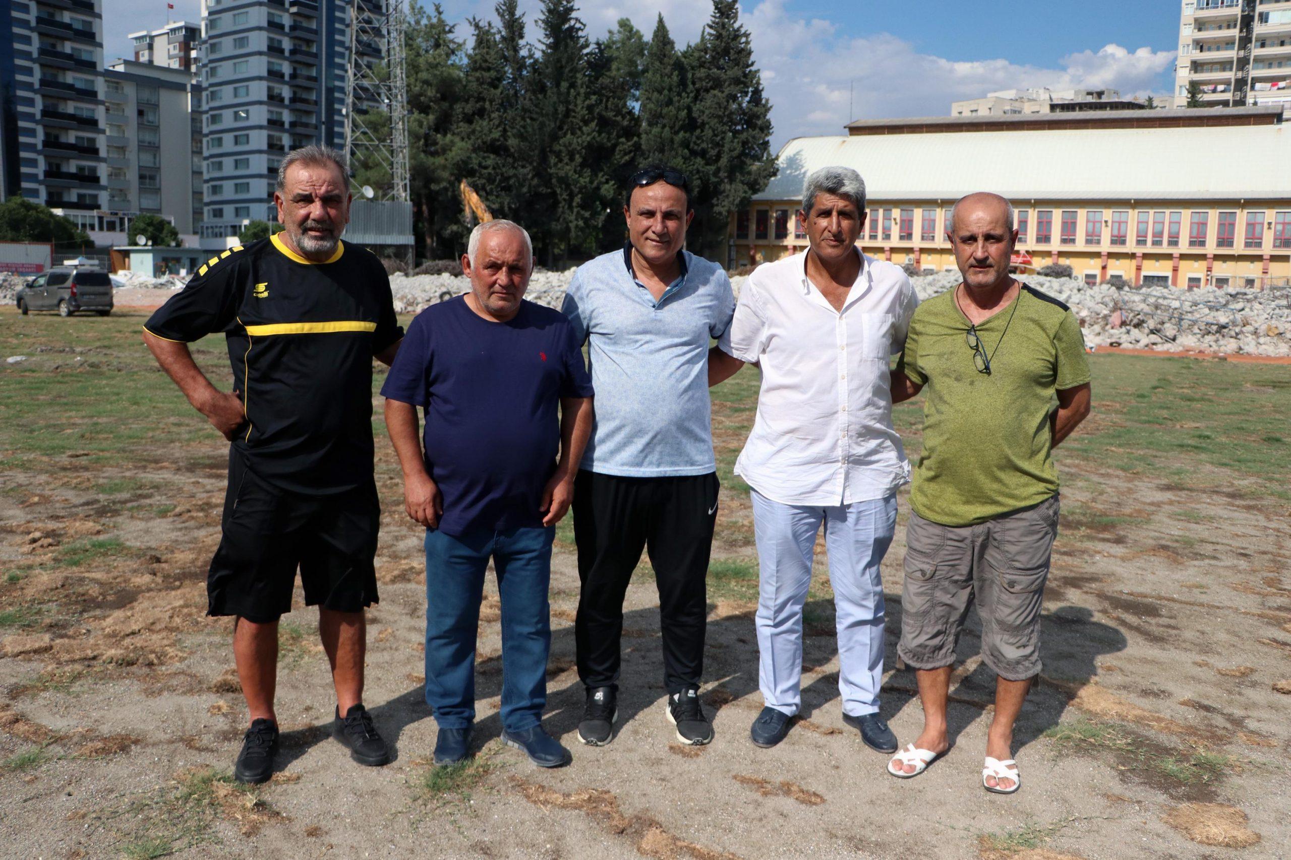 Adana'nın futbol emektarları, 5 Ocak Stadı'nı son kez gezdi