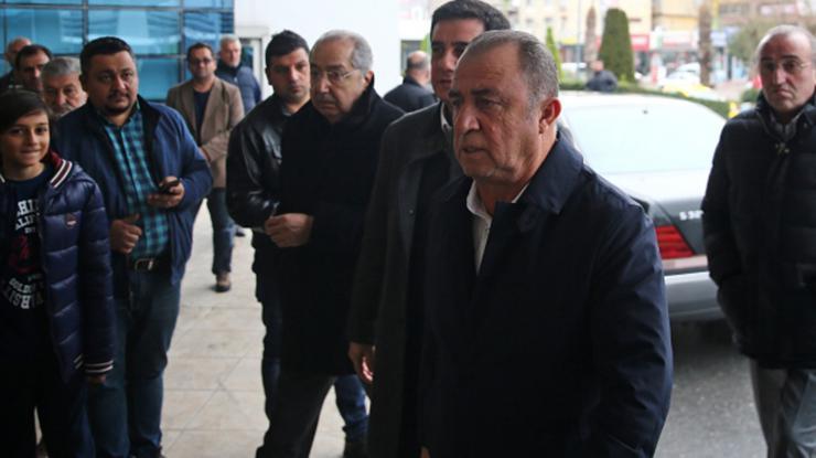 Annesi hastaneye kaldırılan Fatih Terim, Adanaya geldi