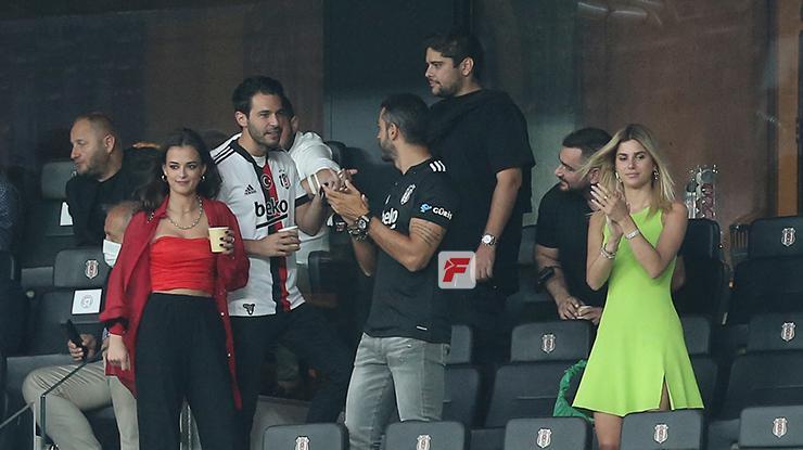 Beşiktaş taraftarı ile buluştu! Vodafone Parka taraftar akını
