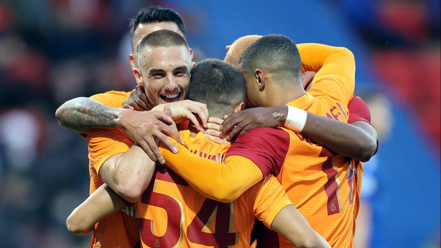 Galatasaray'da kazanan kadro bozulmuyor