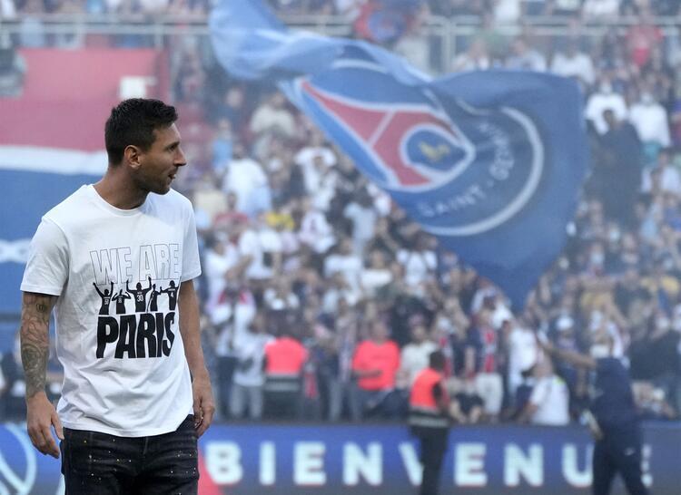Messi Parc des Princes Stadına çıktı, yer yerinden oynadı