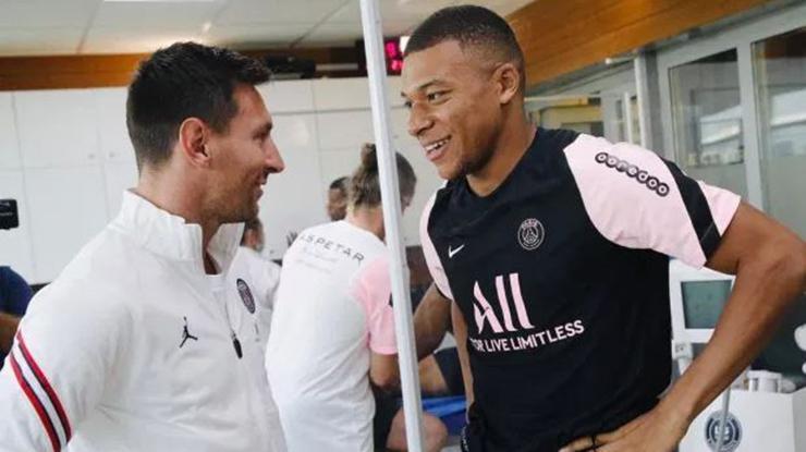 Messi PSGde ilk çalışmasına çıktı! Mbappe ve Sergio Ramos ile