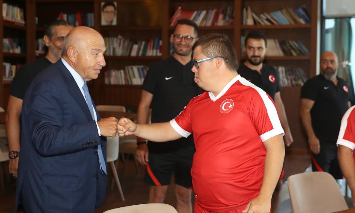 Nihat Özdemir, Down Sendromlular Futsal Milli Takımı ile bir